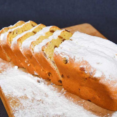Dikke koek met rozijnen